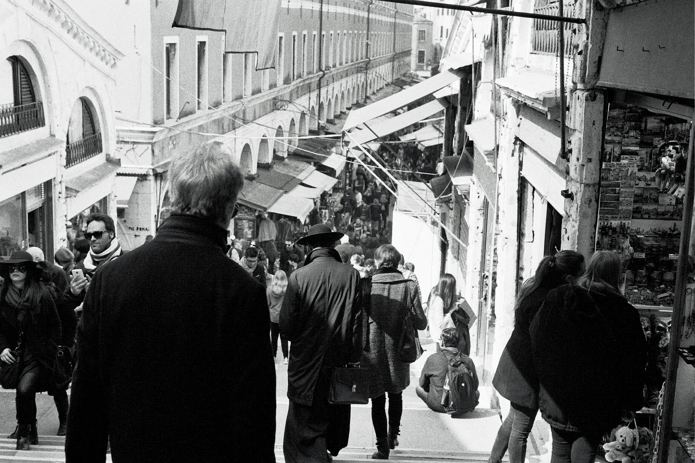 Walking down to Rialto Market in Venezia