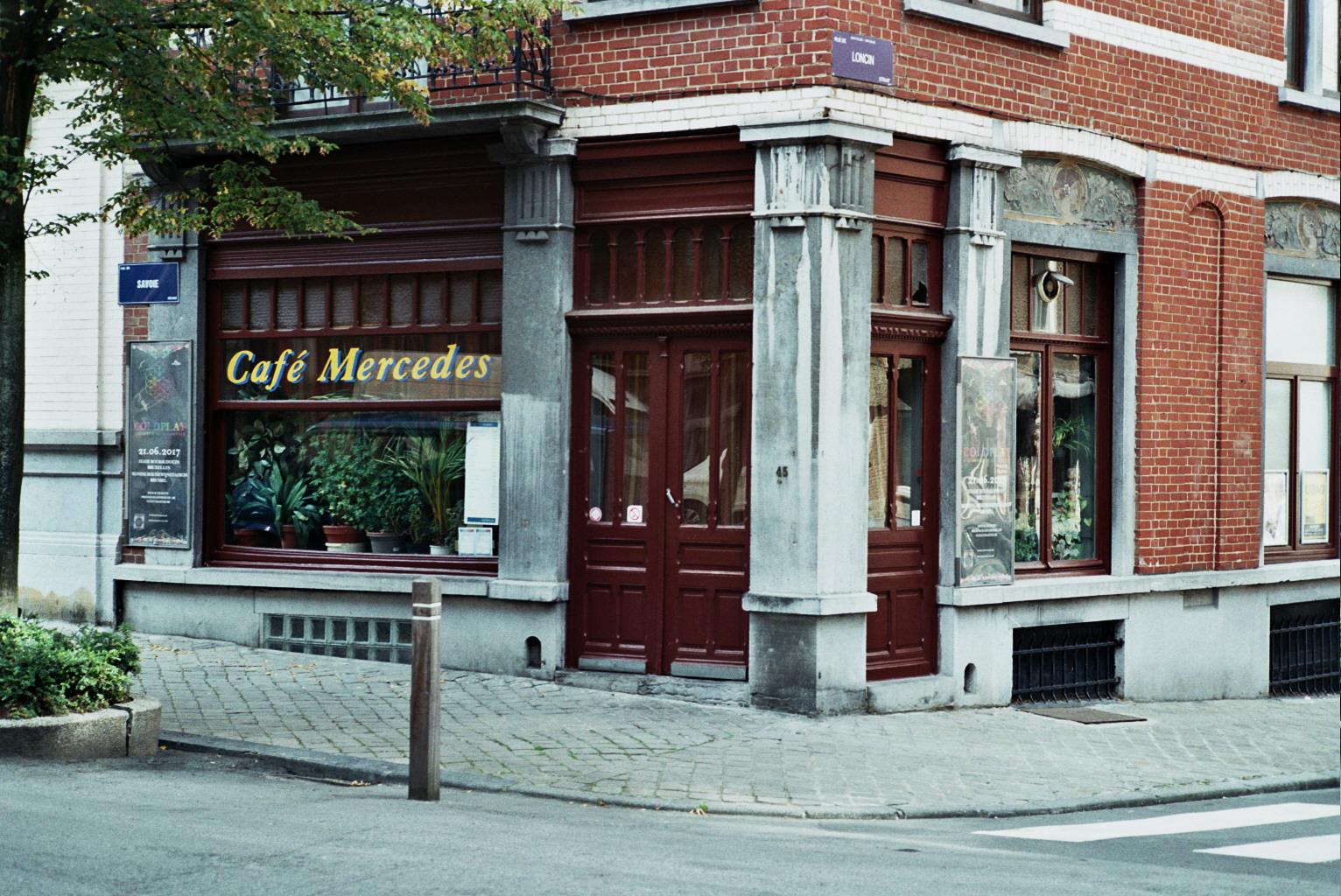Corner bar in hip Saint Gilles Brussels