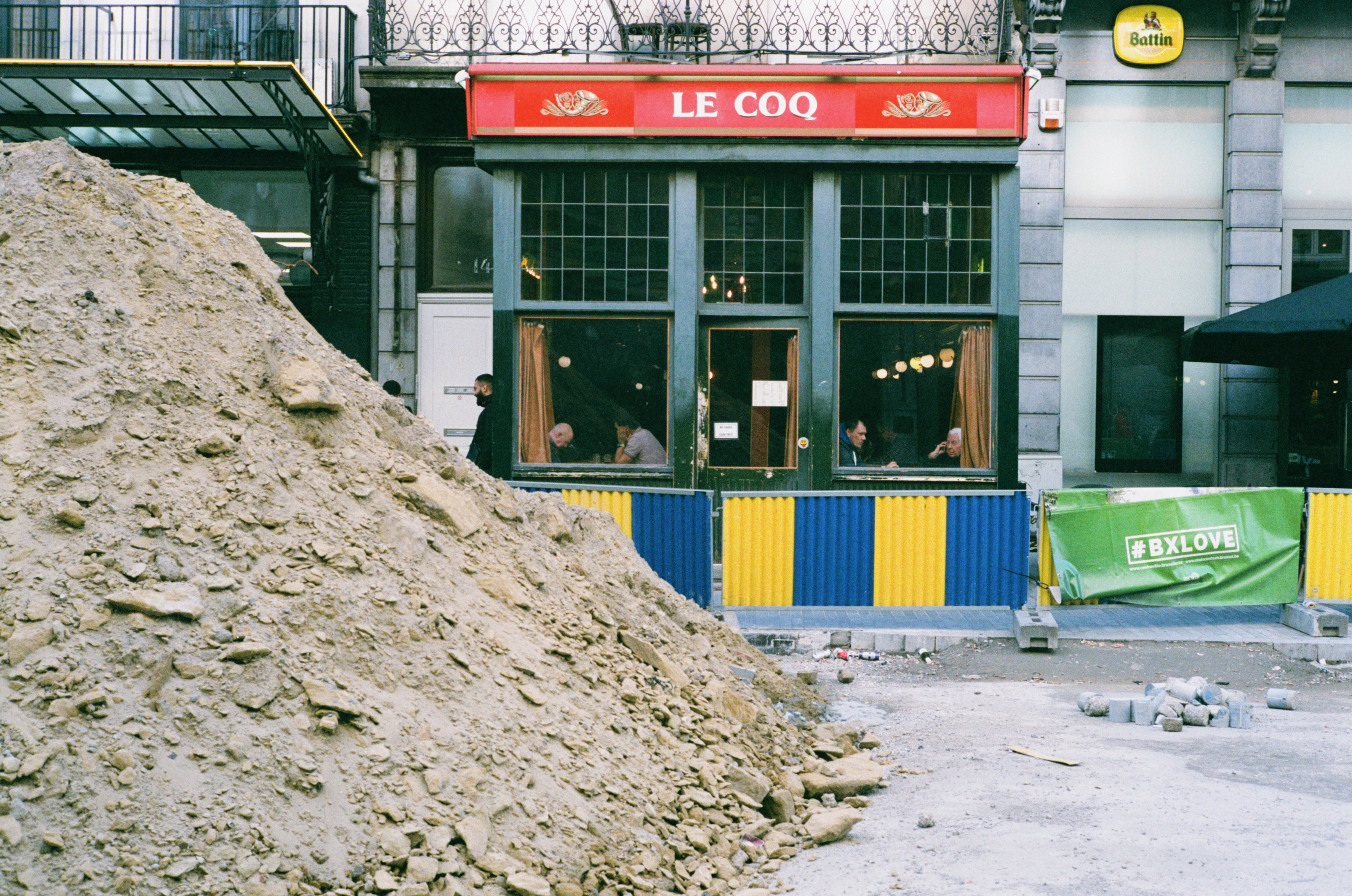 Le coq, a local pub in Brussels. During the construction works