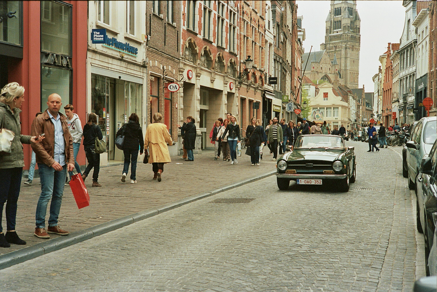 Private passenger cars hardly enter old towns. In Brugge old-timers fit the scene